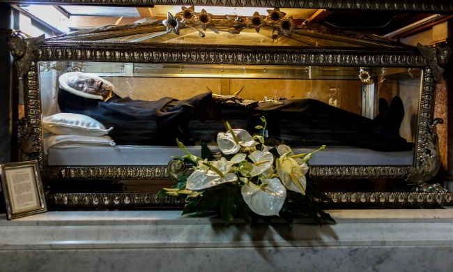 picture of corpse of St. Paula Fassinetti